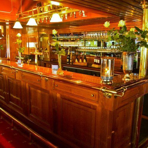 Partyschip Kapitein Anna, de bar op het raderdek