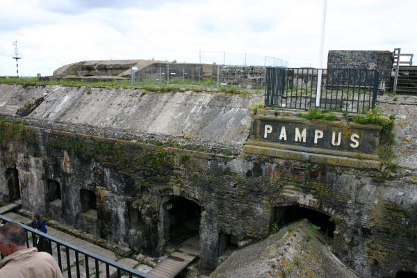 Een dagtocht met bezoek aan Pampus vanaf IJburg, Amsterdam of Volendam