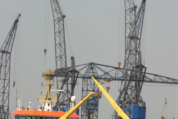 We organiseren rondvaarten door en langs de havens van Rotterdam en Amsterdam