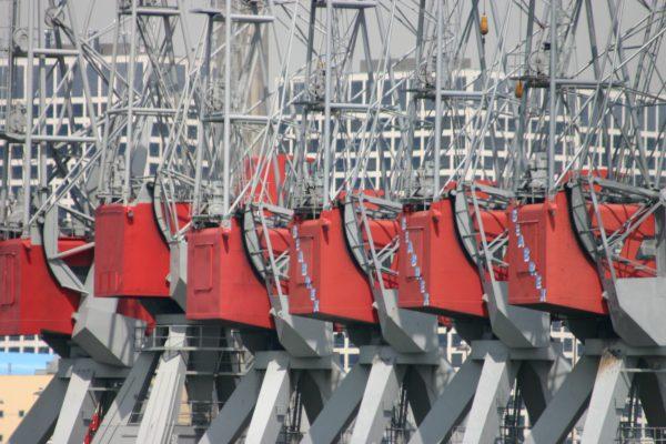 Ons vaargebied is ook de havens van Rotterdam, met de kranen van Schiedam
